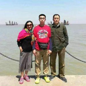 从化学老师到清洁工,成都陪读妈妈将自闭症儿子送入南京高校