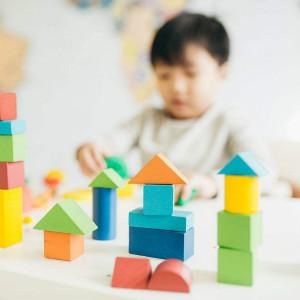 中度自闭症患者的治疗方法中,哪种效果最佳?