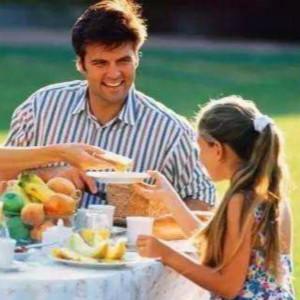 带孤独症孩子出门吃饭很难吗?4招帮你搞定(一)