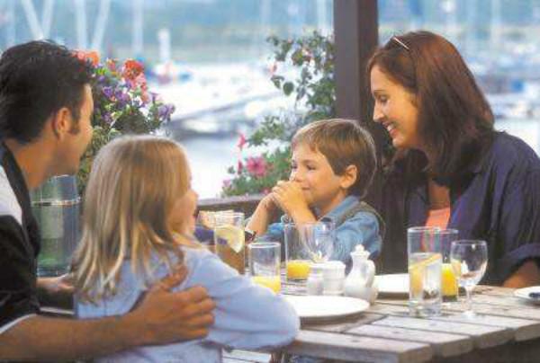 带孤独症孩子出门吃饭很难吗?4招帮你搞定