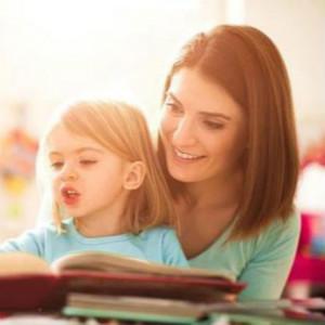 孩子被诊断出自闭症后,家长是该辞职在家干预还是送去机构?