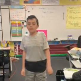 美国自闭症男孩在课上分享亲身经历,呼吁善待彼此