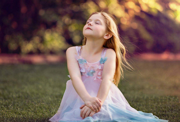 小儿自闭症的表现之一:对感觉刺激的反应异常