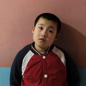 父母离异,自闭症男孩与七旬爷爷奶奶到处流浪……