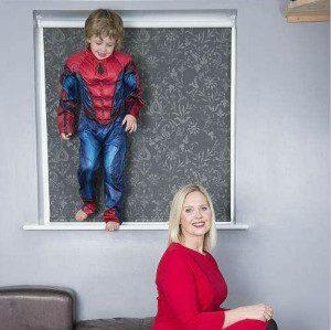"""英国6岁自闭症孩子恋上攀登,飞檐走壁变身""""蜘蛛侠"""""""