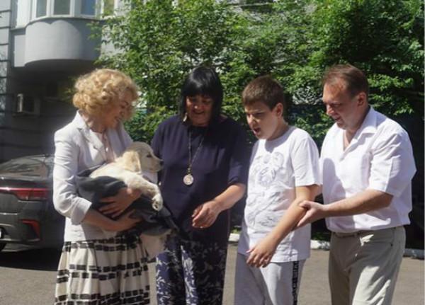 普京大帝送给12岁自闭症男孩金毛犬,被赞暖男