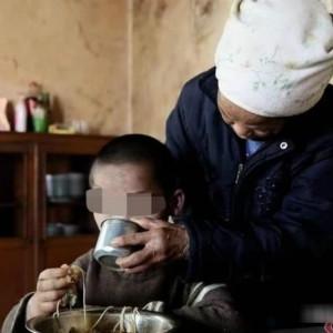 欲知自闭症自残的原因及影响因素,且看这位云南9岁少年