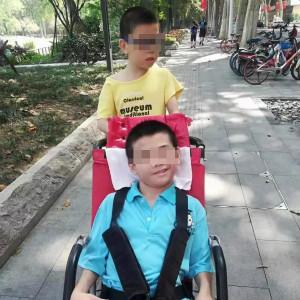 哥哥脑瘫弟弟自闭症,黄冈父亲被疫情隔离后哥哥死亡