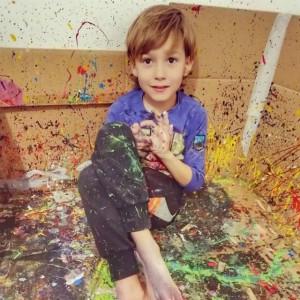 """神奇的自闭症艺术疗法:""""星星的孩子""""变身小画家"""
