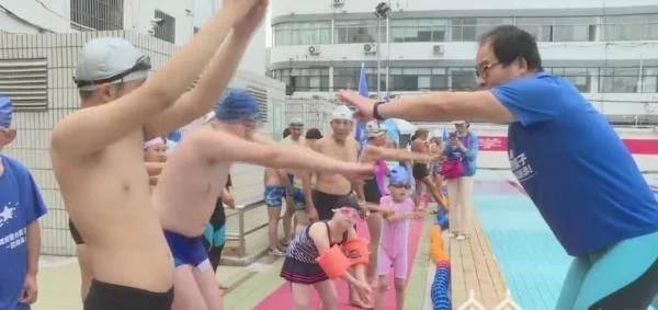 """镇江市启动""""2020带着星星的孩子一起游泳""""活动"""