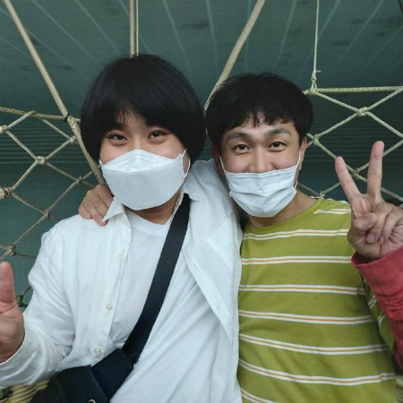 超赞!韩国明星吴政世陪自闭症粉丝去游乐场玩