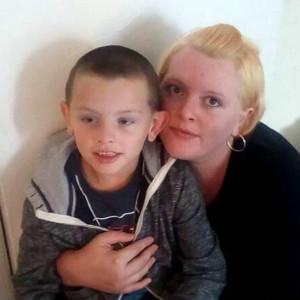 气愤!英国6岁自闭症男孩被遗忘校车一整天