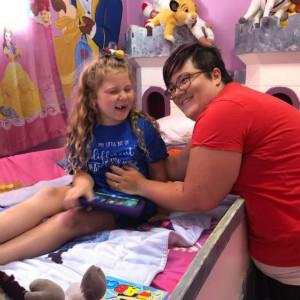 自闭症女孩戴不住口罩,被赶出伦敦迪士尼商店